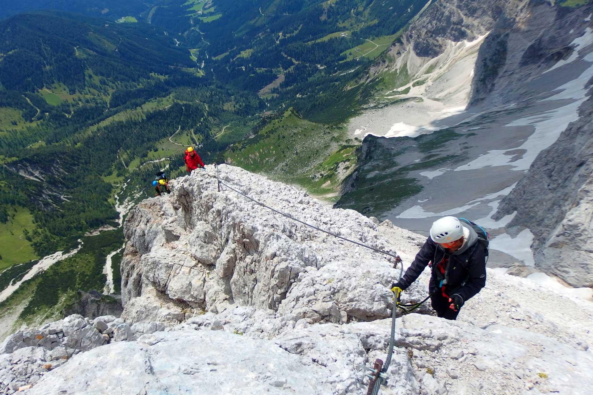 L'escalade, un sport risqué qui peut entraîner un dommage corporel.
